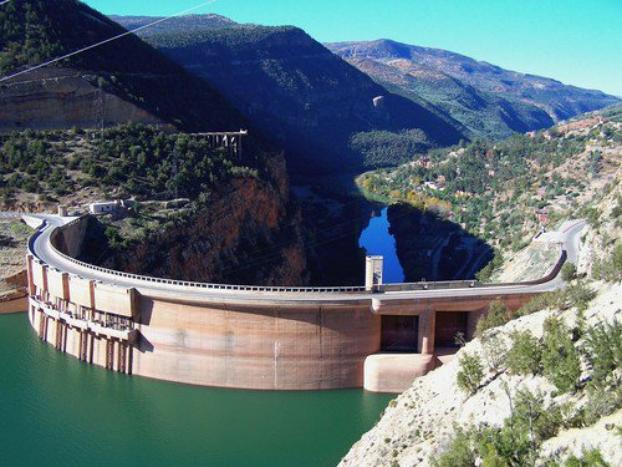 أزيد من 800 مليون متر مكعب من المياه الناتجة عن التساقطات المطرية