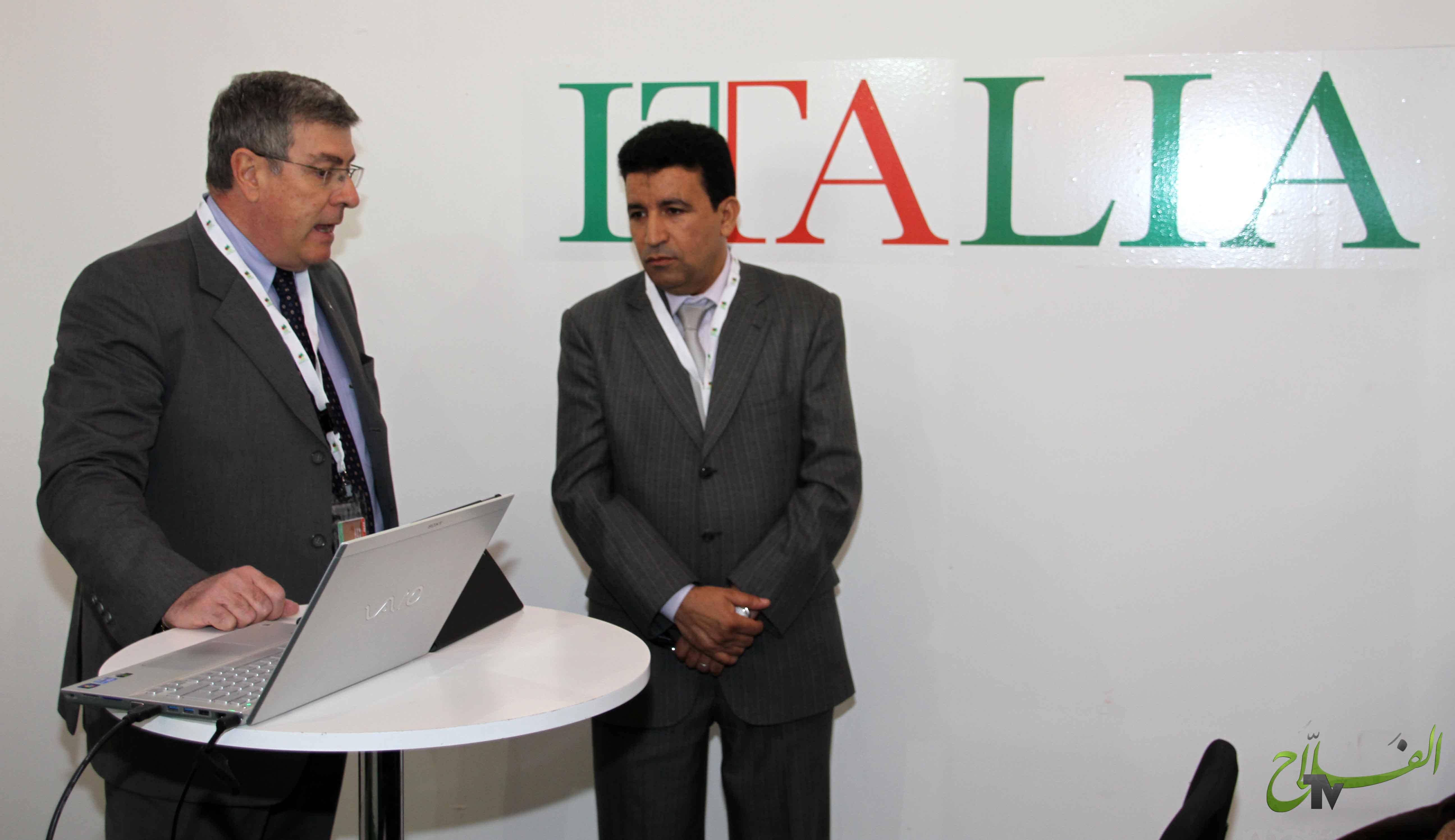 محاضرة بالرواق الايطالي حول الالات الزراعية