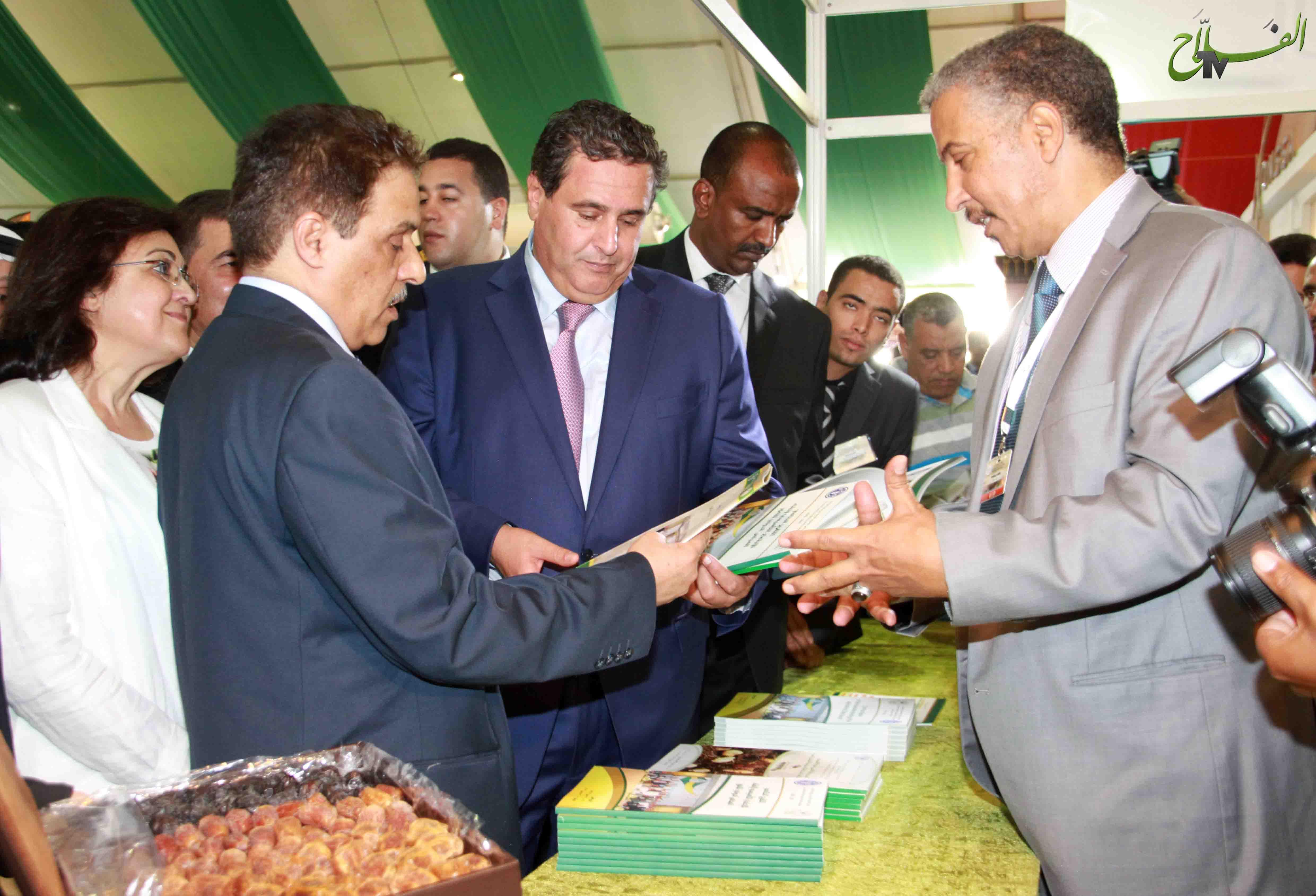 جولة وزير الفلاحة في أررقة المعرض الدولي للتمور بأرفود 2014 مع تصريح للصحافة