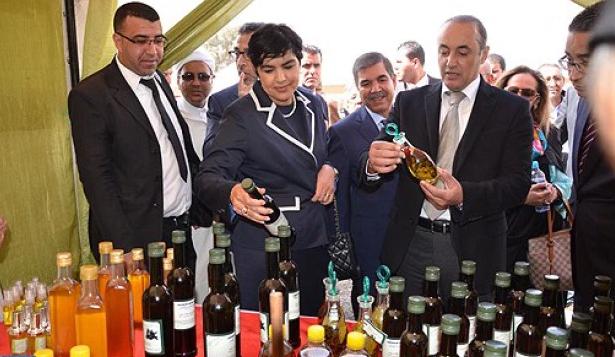 تدشين معرض المنتجات المجالية المنظم ضمن فعاليات الدورة السادسة لمهرجان اللوز بمدينة تافراوت.